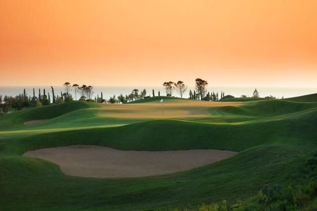 Jet set golf tour offered by le bureau