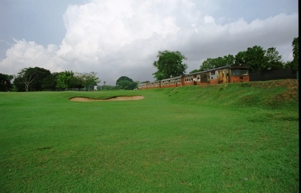 Kelani Valley train cuts through Royal Columbo Golf Club