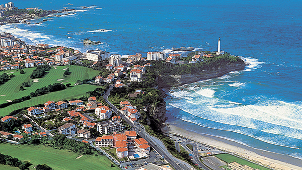 Biarritz La Phare Golf Club and the legendary Biarritz surf