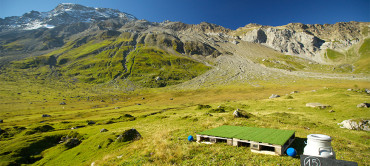 Pop up golf course opens on Swiss Mountain